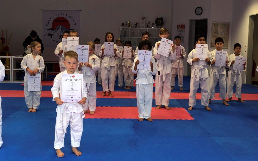 Erfolge bei der Karate-Gürtelprüfung