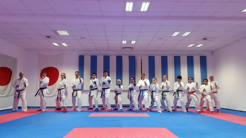 Training Karate Jugendliche und Erwachsene